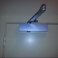 Fermeture automatique porte - Serrurier Bruxelles