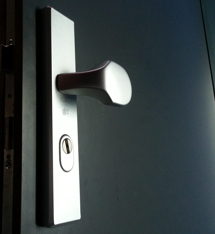 serrurier bruxelles urgence 24h 24 d pannage serrurerie prix pas cher 20 ans. Black Bedroom Furniture Sets. Home Design Ideas